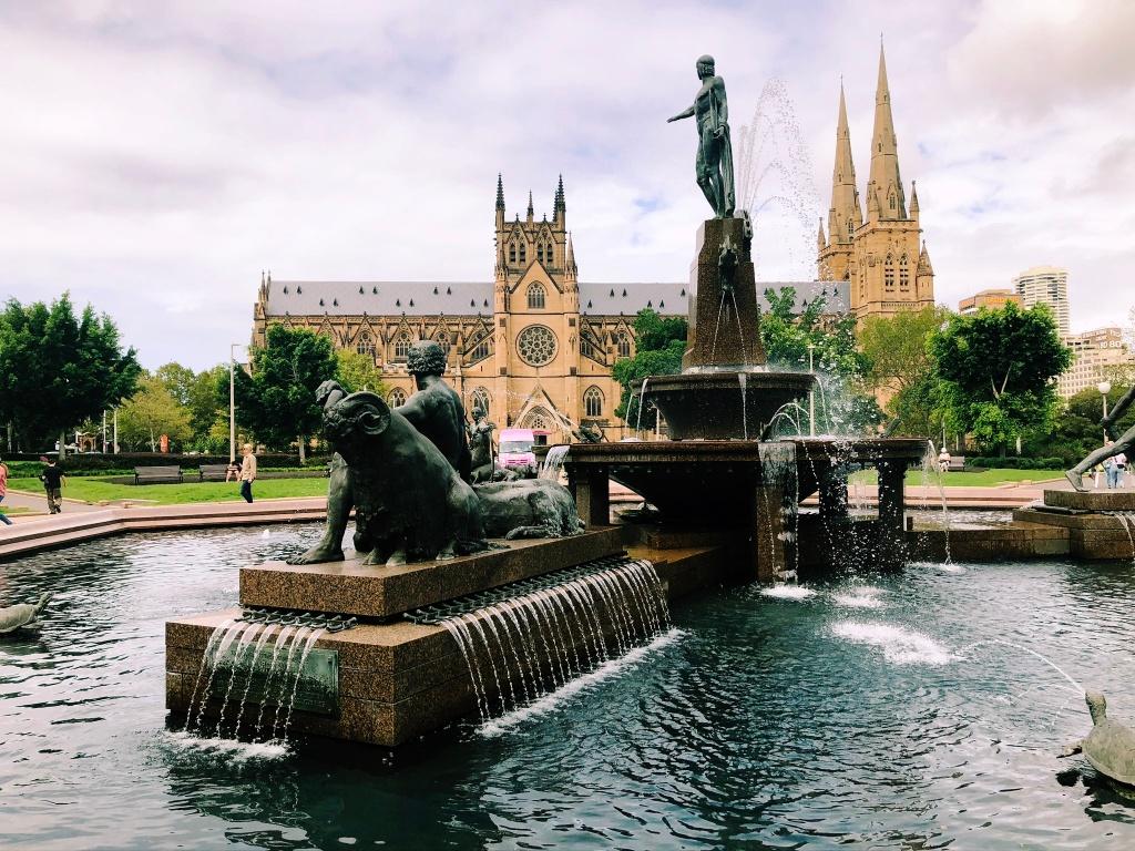 Fontanna przy st. Mary Cathedral w SydneS