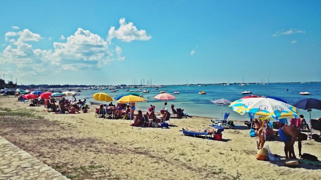 plaża we Włoszech pełna ludzi