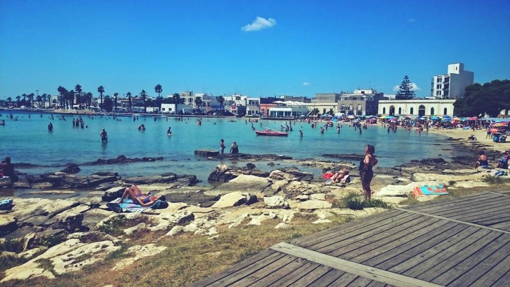 kamienista plaża we Włoszech