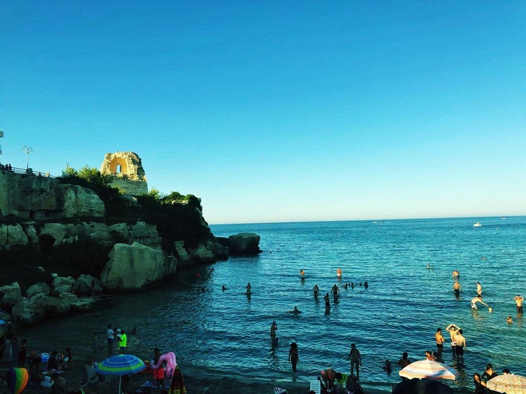 morze przy zachodzącym słońcu we Włoszech